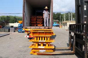 Load QT4-18 full automatic block machine to Ghana customer